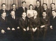 Výbor 1944 - Vlad. Hejkrlík, Jan Macháček, Cyril Dušek, Věra Štěpánková, Oldřich Havlíček, Fr. Matějka, Josef Ditrych; Fr. Bárta, Alois Pospíšil, A. Hampl, K. Merta, Fr. Holeček, Jan Petr